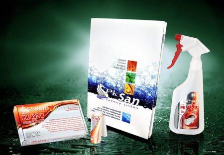 Brochure e Flaconi su sfondo verde