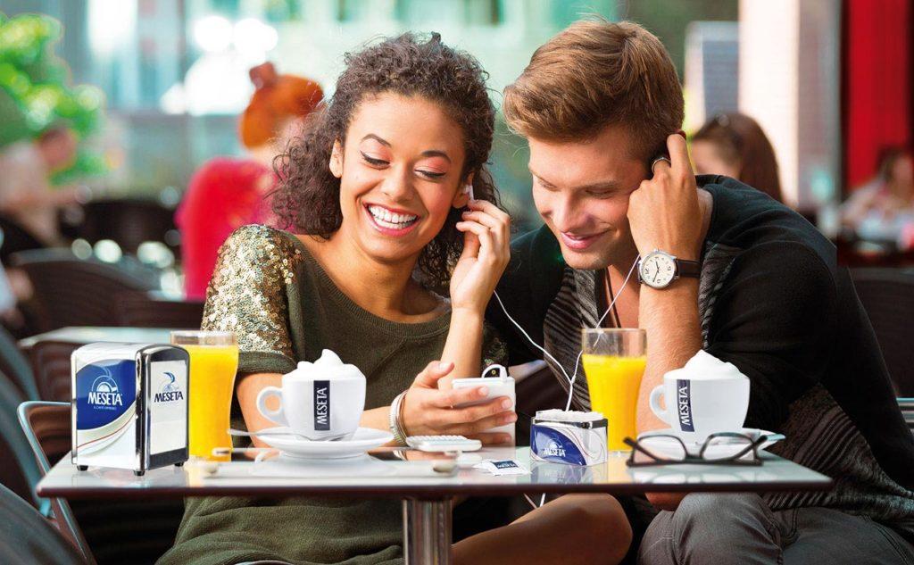 Immagine digitale ragazzi caffe
